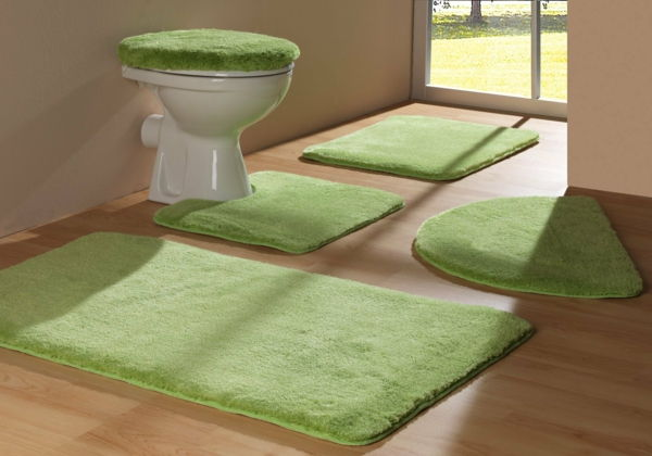 Green-bathmats-by-the-łazience