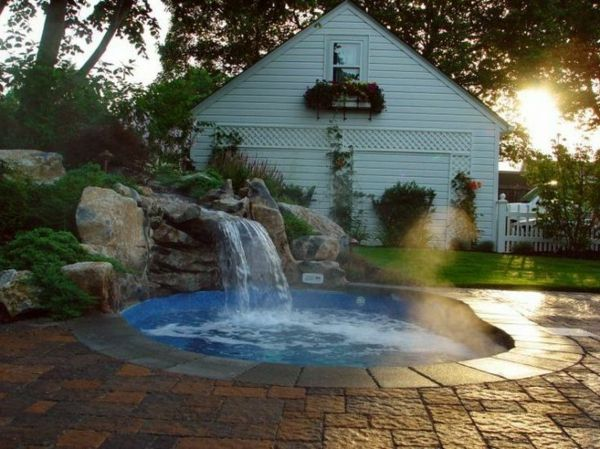 -Creation Ideas-for-the-perfect-garden-with-a-Jacuzzi