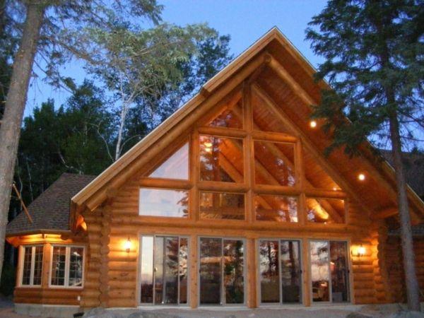 Case Di Tronchi Canadesi : Motosega di lavoro di falegname segare tronchi per case in legno
