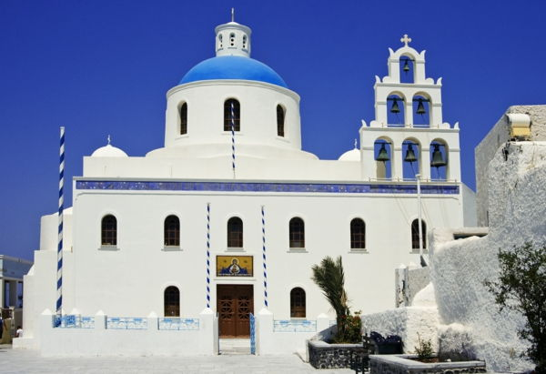 Church-in-Oia