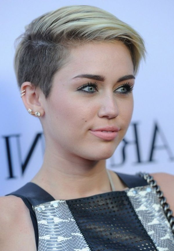 Miley-Cyrus-with-a-kort kapsel