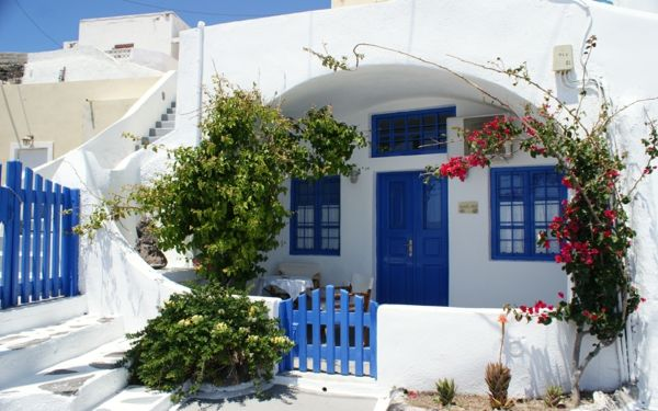 Thira-house-in-Santorini