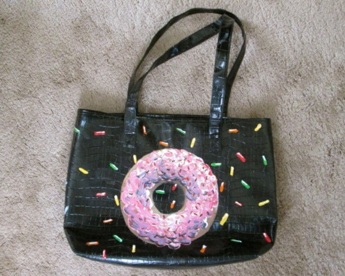 Ongewone cadeaus-a-bag-with-Donut
