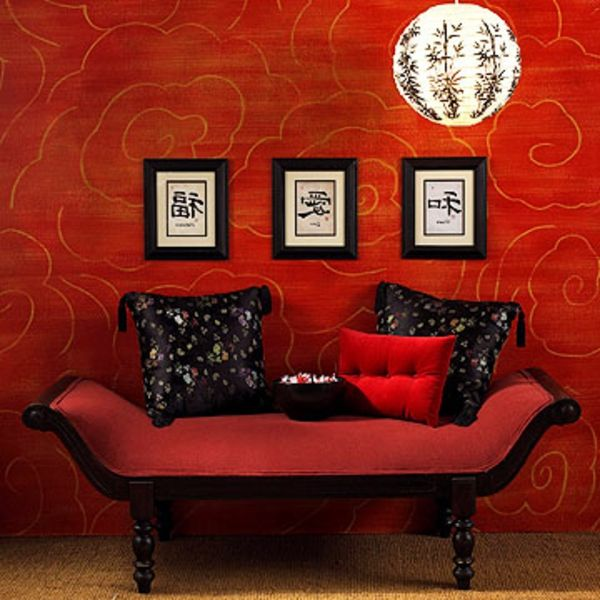 Asian-pokojowe design-czerwono-wall-and-cool-kanapa