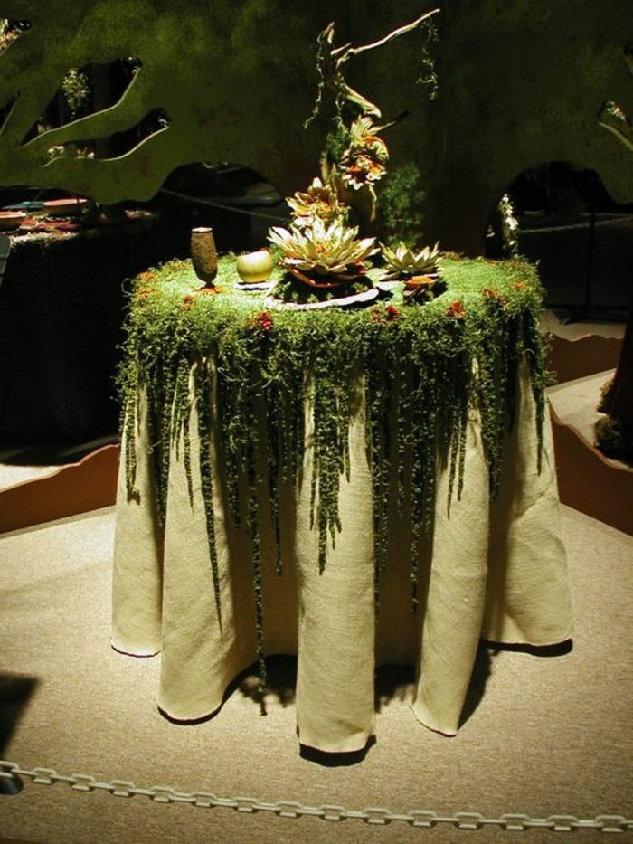 exceptionell-deco-a-table-täckt med moss--