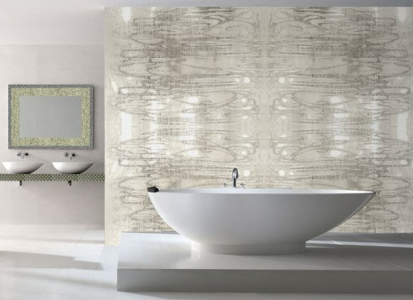 great-badrum-wallpaper-in-vit-och-silver