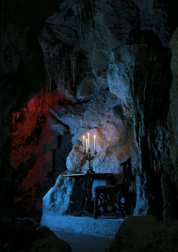 pilis Neuschwanstein the-Grotte1