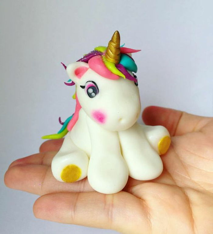 bela mini unicorn torta