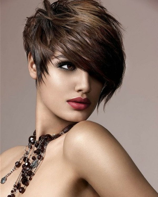 een-zeer-sexy-woman-with-short-hair