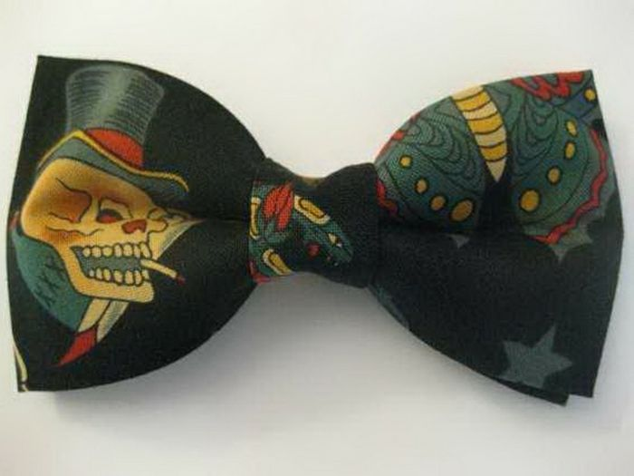 zbura-sau-tie Fancy-papioane-totenkoepf-design-dark-color-idee-papion