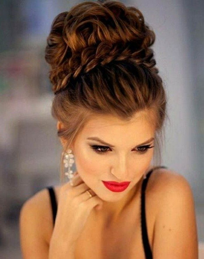 acconciature-donne-marrone-capelli-updo-make-up-rosso-rossetto