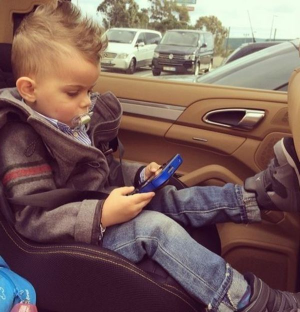 Playing for-boys-med-the-phone-hairstyles-