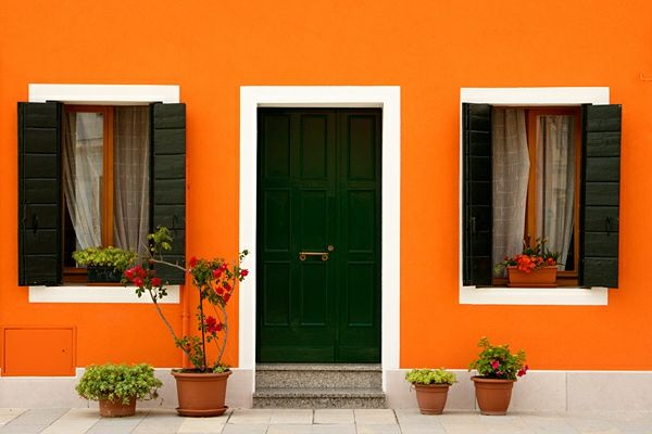 hausfassade-color-cool-oranžovo-house