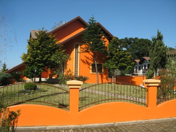 hausfassade-color-oranžovo-house