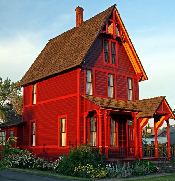 Hausfassade-color-nice-red-house