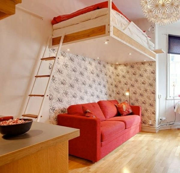 High-bedden-.E-trap-and-sofa-in-red eronder