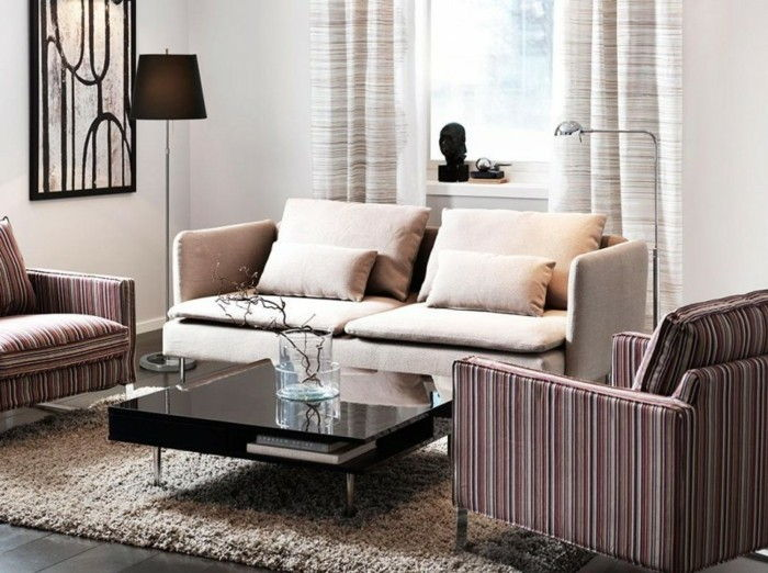 liten-living-in-beige-Kast-on-the-small-sofa