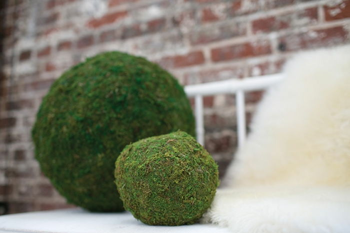 moss bollar-deco-big-and-small-to-the-terrasse