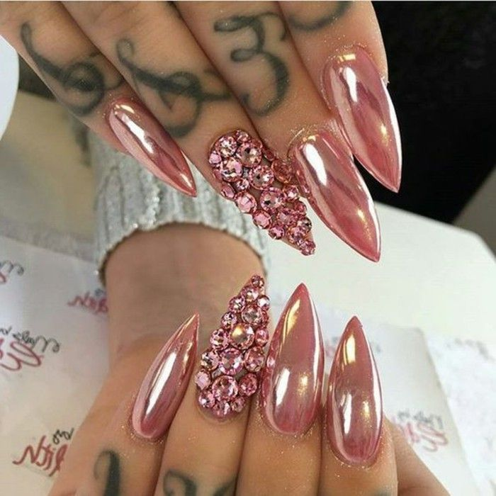 Negler steiner Lange negler-in-pink-glitter-sølv-effekt-steiner-in-pink-tatoo-on-the-fingrene-top-trender-Nageldesign-2017