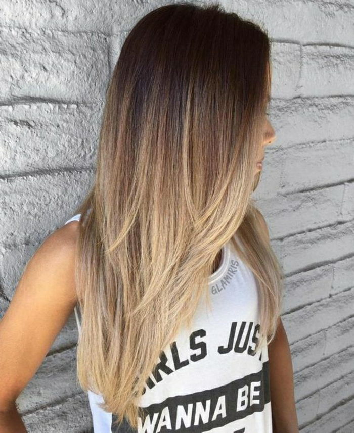 lang steil haar balayage ombre look modieuze kapsel blonde tips