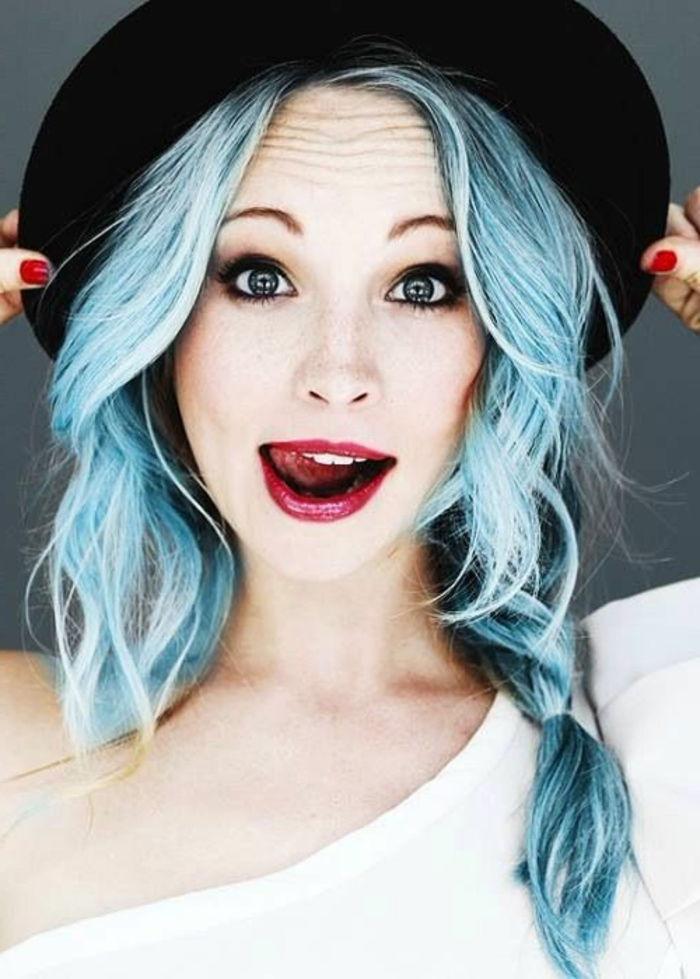 Capelli blu - acconciature fantastiche per donne coraggiose