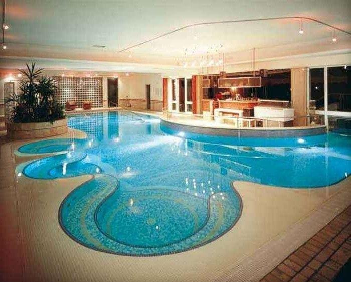 Piastrelle per piscina per una moderna piscina