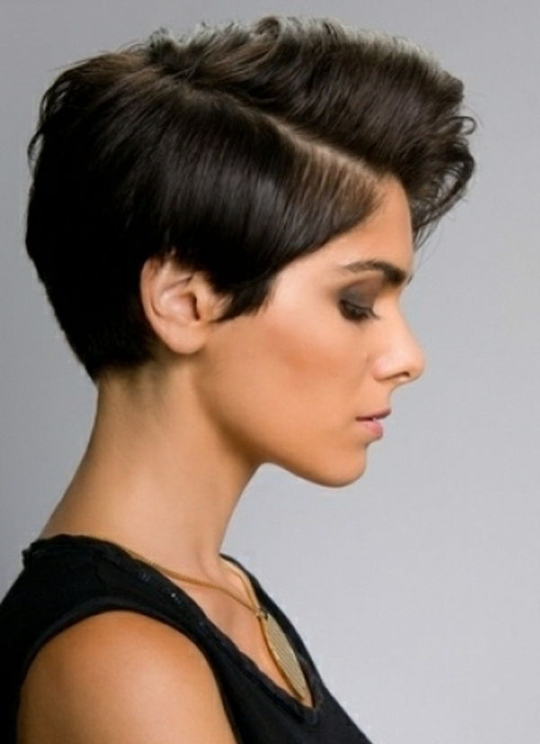 zeer korte-hair-in-dark-color