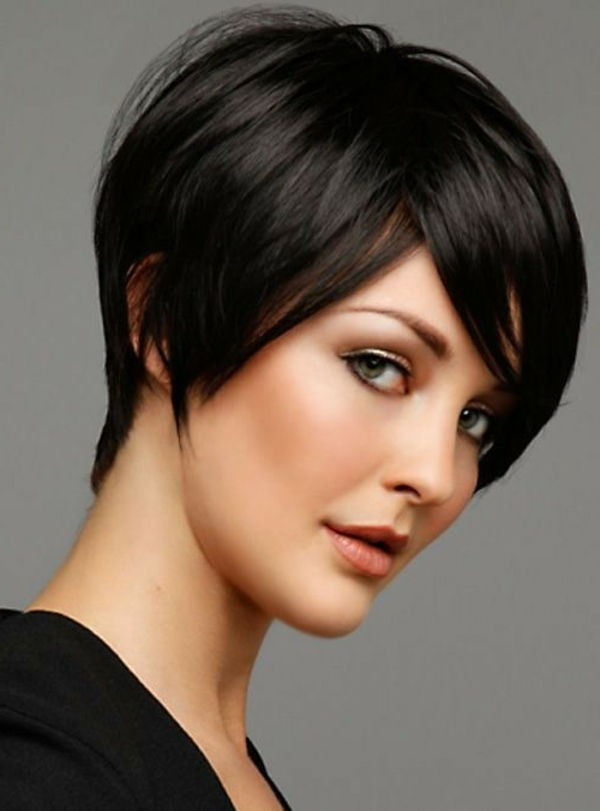 super-short-hair kapsel-in-black-kleur