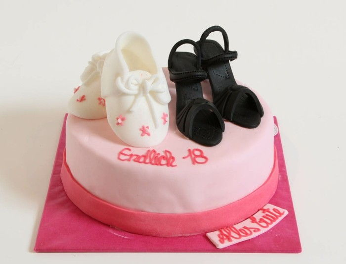 figurine torta-a-18-compleanno-torta rosa-shoes-fondente