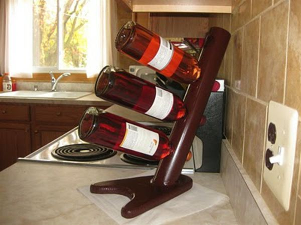 wino stand-making-yourself- trzy butelki wina