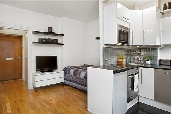 home-for-small-apartment-bed-along-the-kitchen - ผนังสีขาว