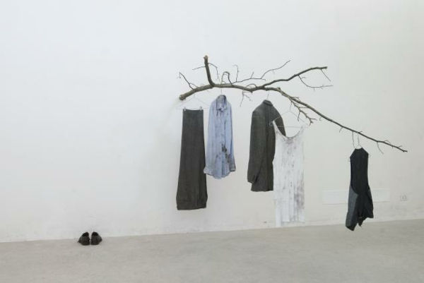 home-wall-hanging-wardrobe-self-build-branch-hanging clothes