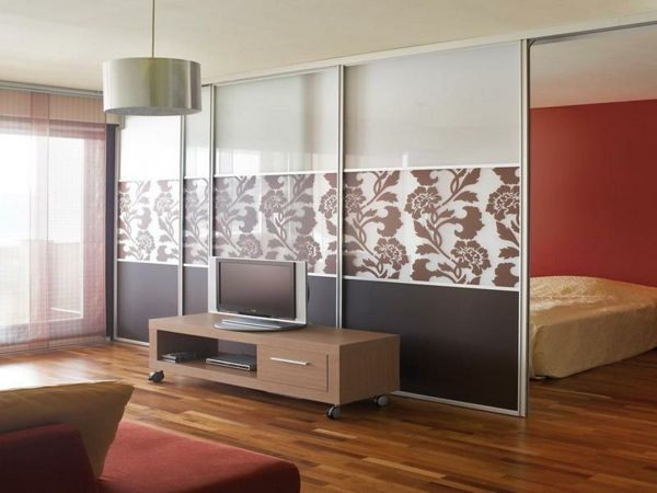 Living-room-with-a-partition-interesant-separate de dormitor