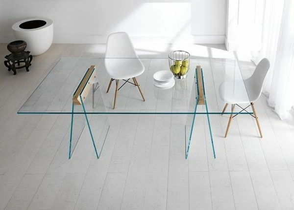 vacker matsal-med-en-designer-table-of-glas